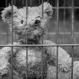 Verbrechen gegen die Menschlichkeit – Kinderarmut und Lockdown